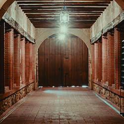 Entrada Bodegas Carlos Moro Exterior